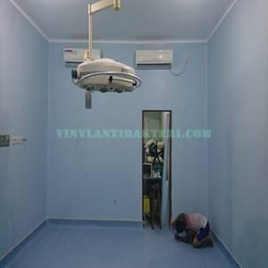 Vinyl lantai ruang opersi lg medstep origin dan mural PLUS
